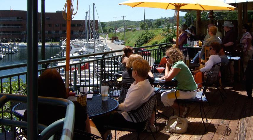 Outdoor-dining-at-Harbor-22